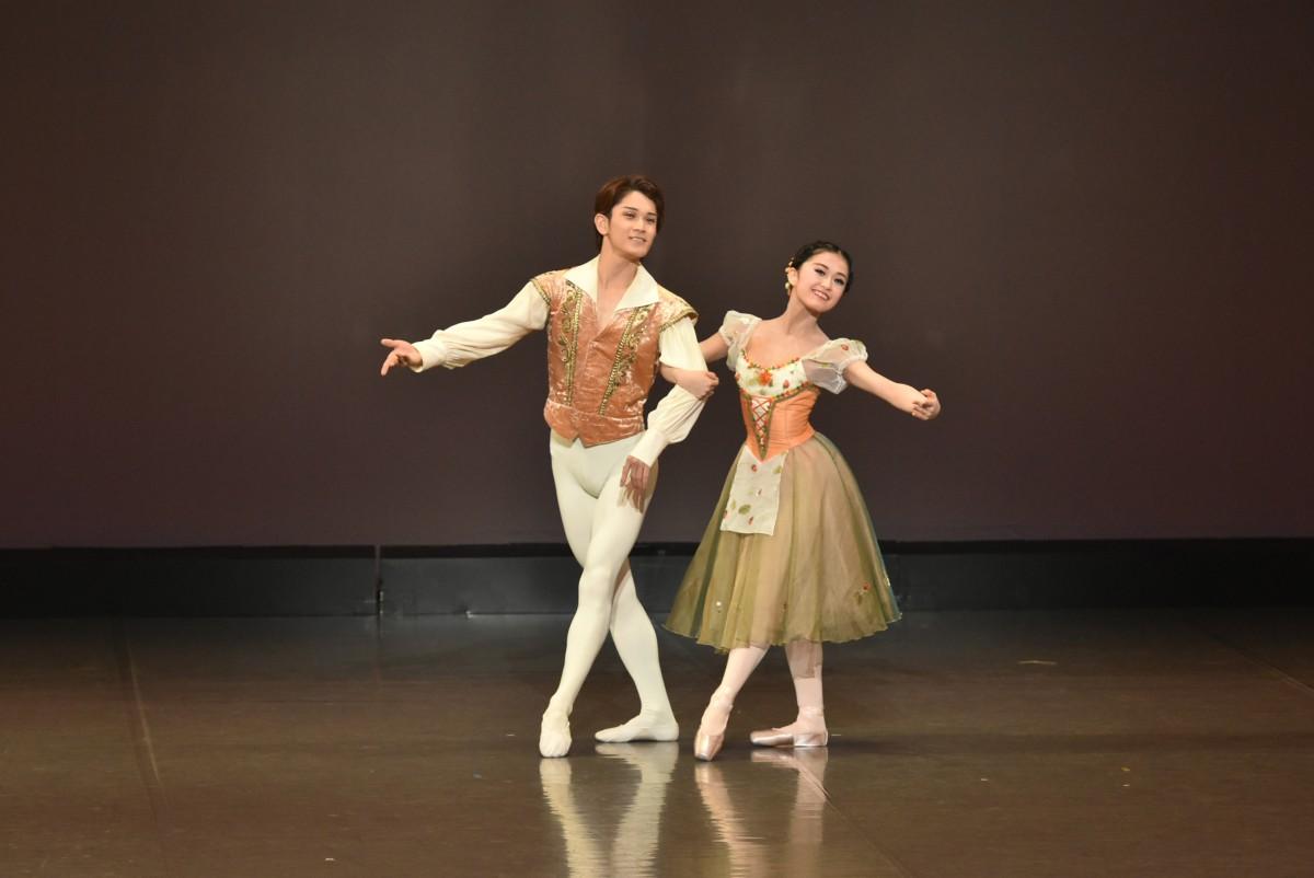 「ジゼル」第1幕よりペザントのグラン・パ・ド・ドゥ<br /> 佐々木結衣<br /> 山田裕也(Ballet Studio Angelique)